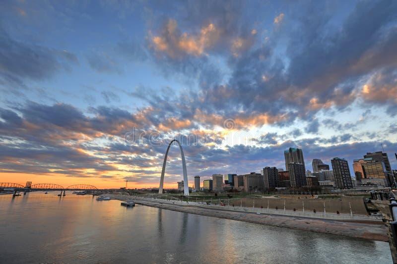 St. Louis, Missouri y el arco de la entrada foto de archivo libre de regalías