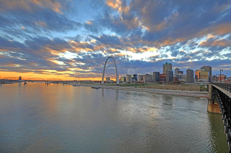 St. Louis, Missouri y el arco de la entrada imagen de archivo