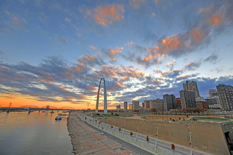 St. Louis, Missouri y el arco de la entrada fotos de archivo libres de regalías