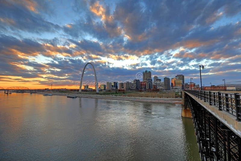 St. Louis, Missouri y el arco de la entrada fotos de archivo