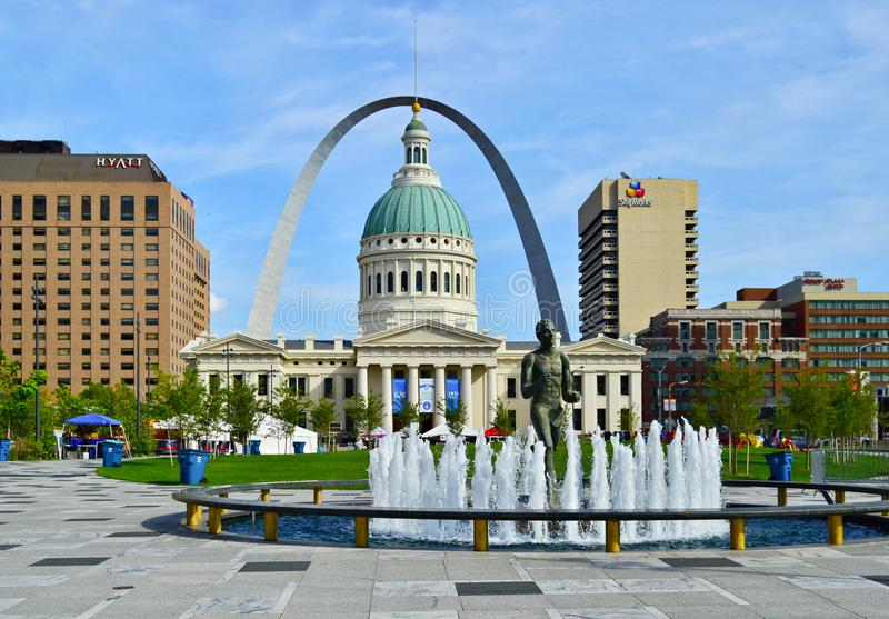 st louis mo usa september 29 2017 kiener plaza park in front of the historic old county. Black Bedroom Furniture Sets. Home Design Ideas
