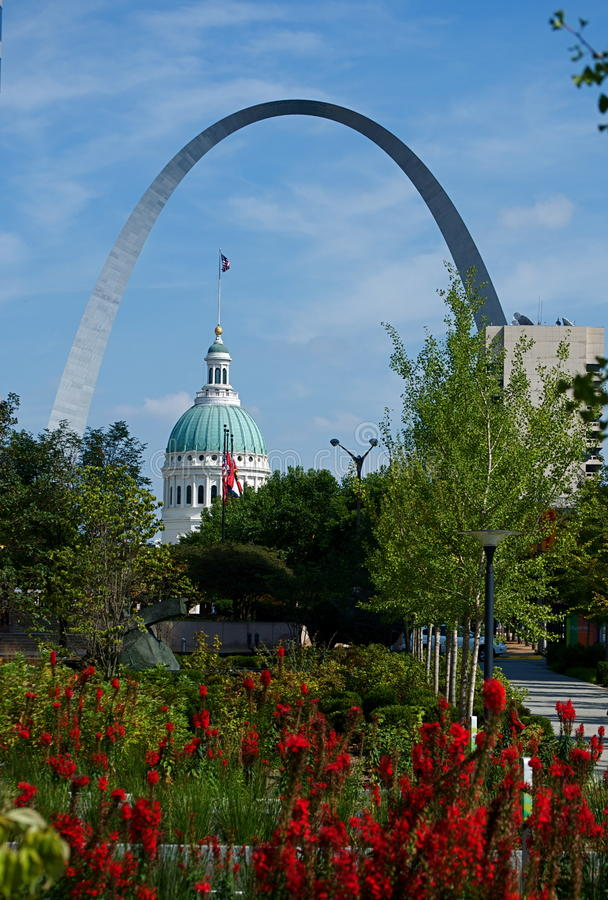 St.- Louisbogen und das Gericht stockbilder