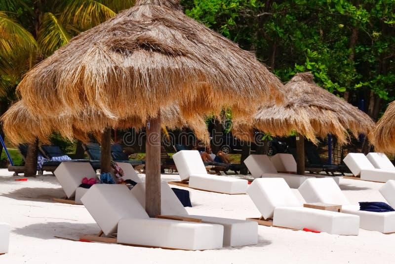 St. Lucia - Uw Paraplu en Stoel wachten? royalty-vrije stock foto