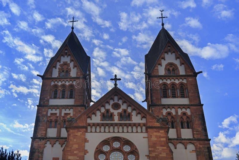 St Lutwinus kerk in Mettlach stock foto's