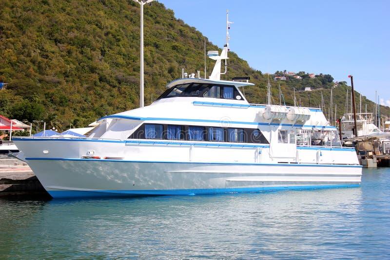 St. Maarten, nederländska Antillerna för motoriskt fartyg royaltyfria foton