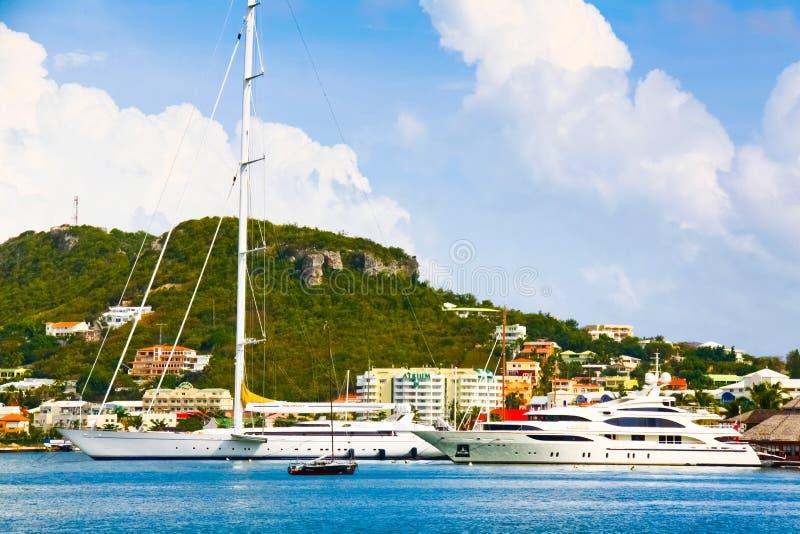 St. Maarten Simpson Bay Lagoon Luxury Jachten stock afbeelding