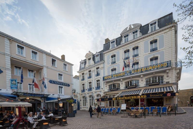St Malo Brittany May 2013 7ème : Restaurants dans St Malo, la Bretagne photo libre de droits