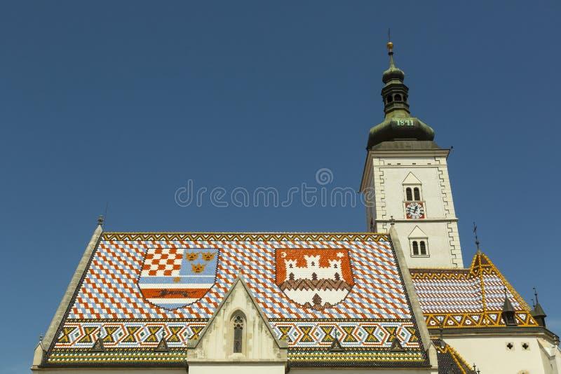 St Marc kyrkligt tak i kroatisk huvudstad Zagreb royaltyfria foton