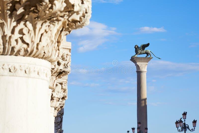 St Mark beflügelte Löwestatue auf Spalte, Symbol von Venedig, Italien stockfotos