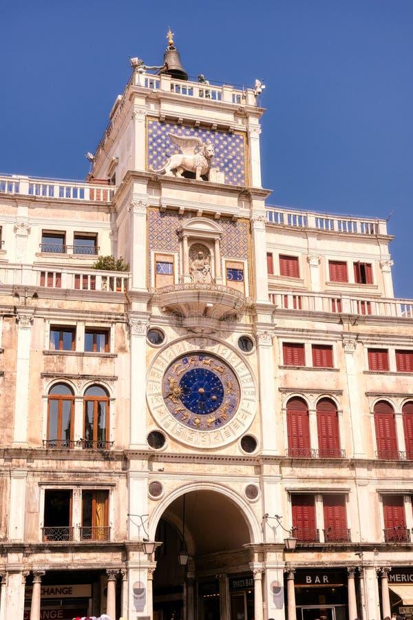 St Mark Clocktower, auch Torre-enges Tal 'Orologio in Venedig, Italien stockbilder