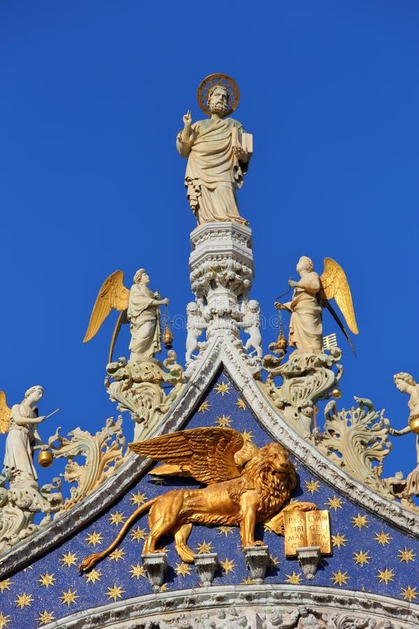 St Mark, Engel und Löwe auf Basilika stockfotografie