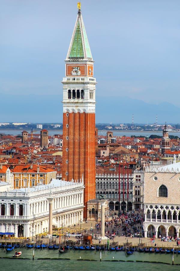 St- Mark` s Glockenturm am Marktplatz San Marco in Venedig, Italien lizenzfreies stockbild