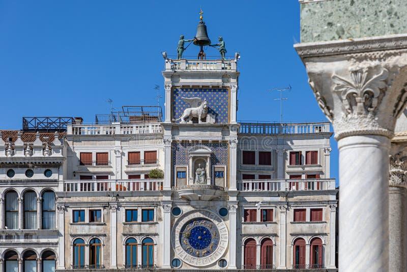 St- Mark` s Uhr Quadrat Sans Marco Marktplatz San Marco, Venedig Der Glockenturm des Marktplatzes San Marco lizenzfreie stockfotos