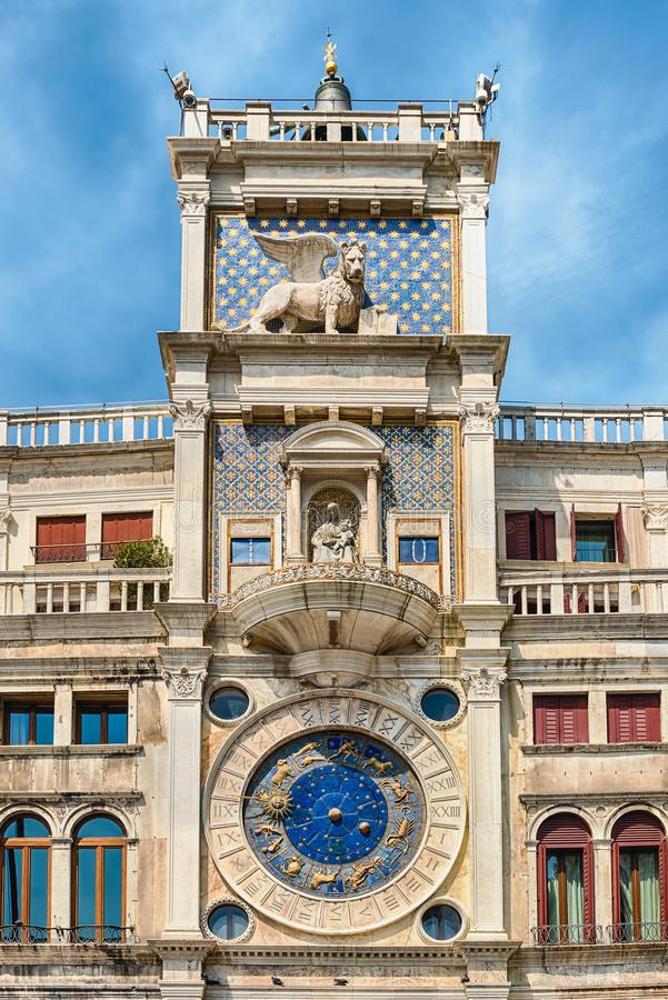 St Mark u. x27; s Clocktower, ikonenhafter Markstein in Venedig, Italien lizenzfreie stockfotografie