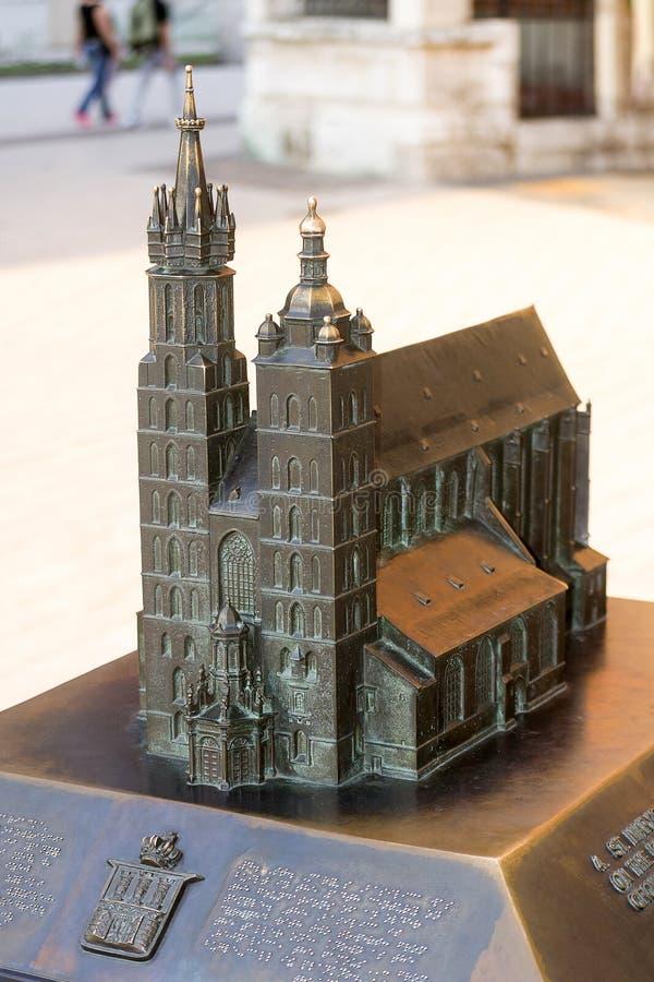St Mary & x27; basilica di s, Cracovia, Polonia immagine stock