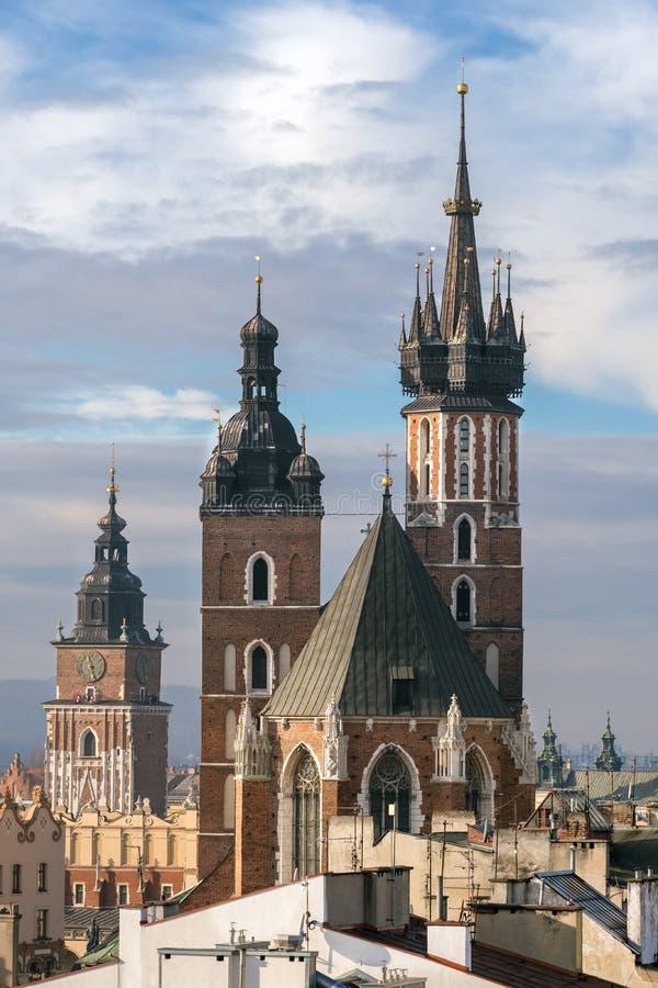 St Mary Basilika und Stadt Hall Tower in Krakau lizenzfreie stockfotos
