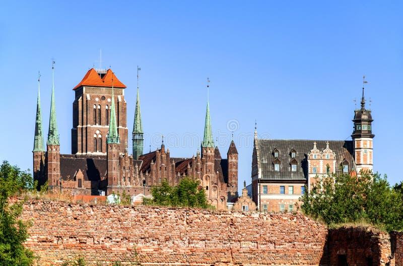St Mary Cathedral e ruínas em Gdansk, Polônia imagens de stock