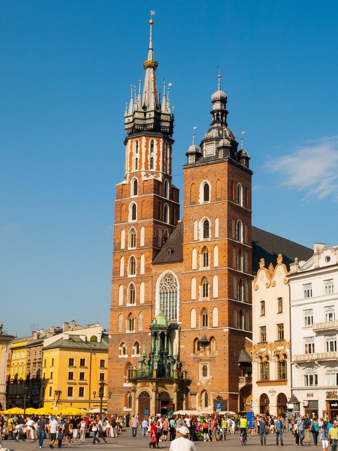 St Mary kyrka i Krakow arkivfoton