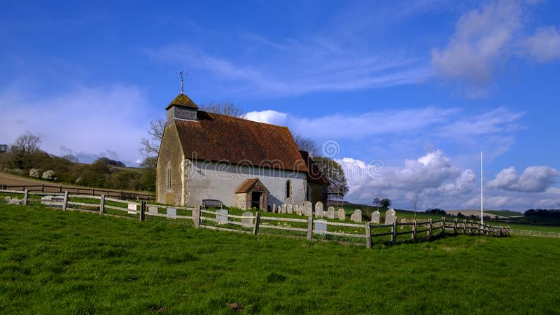 St Mary la Vierge - l'?glise dans un domaine pr?s de Duncton sur les bas du sud dans le Sussex occidental, R-U photographie stock