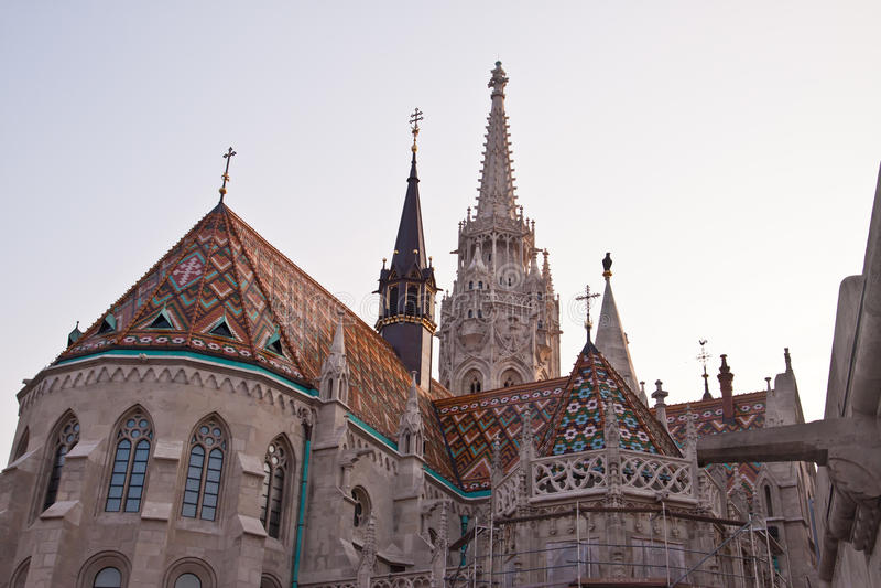 St Matthias Church en het bastion van de Visser in Boedapest, Hongarije royalty-vrije stock fotografie