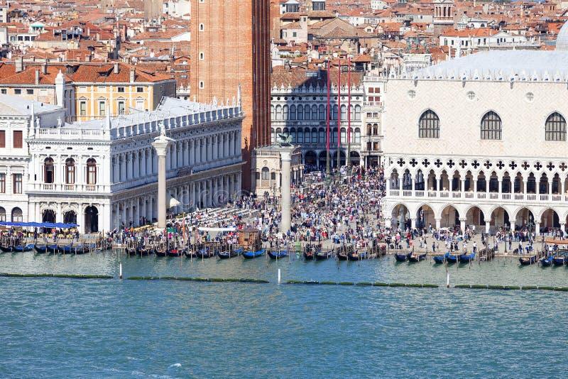 St merkt Vierkante Piazza San Marco, Piazzetta, menigte van toeristen, Venetië, Italië van ` s royalty-vrije stock foto's