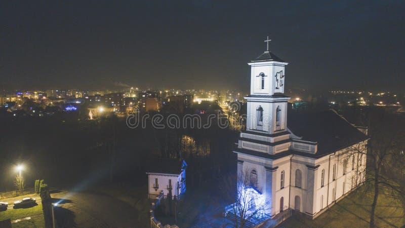 St Michael церковь Архангела в Nemencine в вечере стоковая фотография