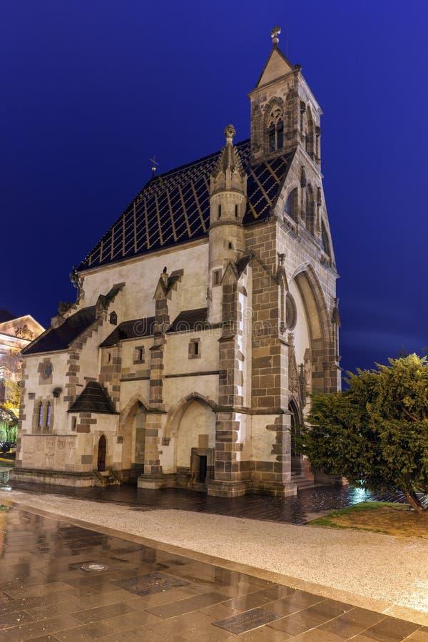 St Michael Chapel in Kosice bij nacht royalty-vrije stock afbeeldingen