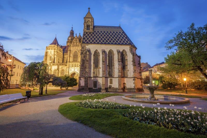 St Michael Chapel in Kosice bij nacht stock afbeelding