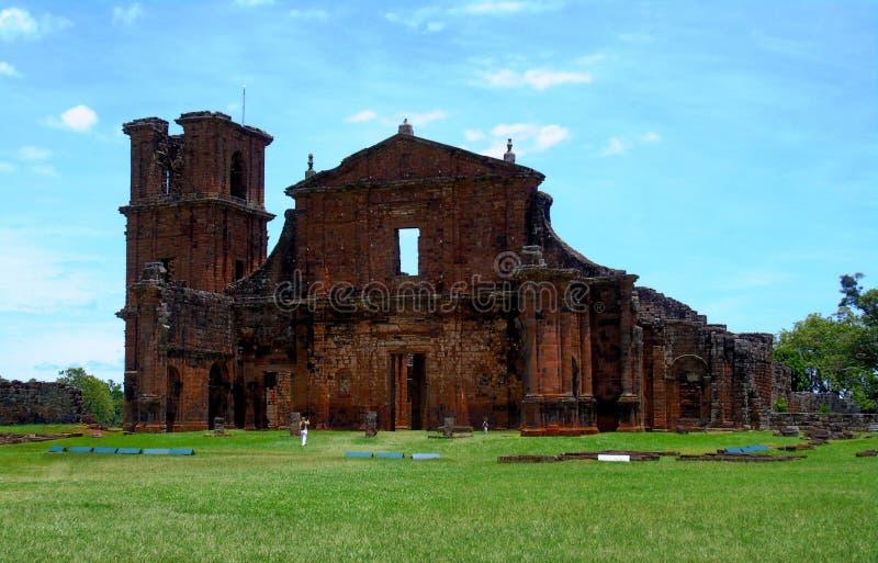 St Michael das ruínas católicas da catedral do jesuíta das missões imagens de stock