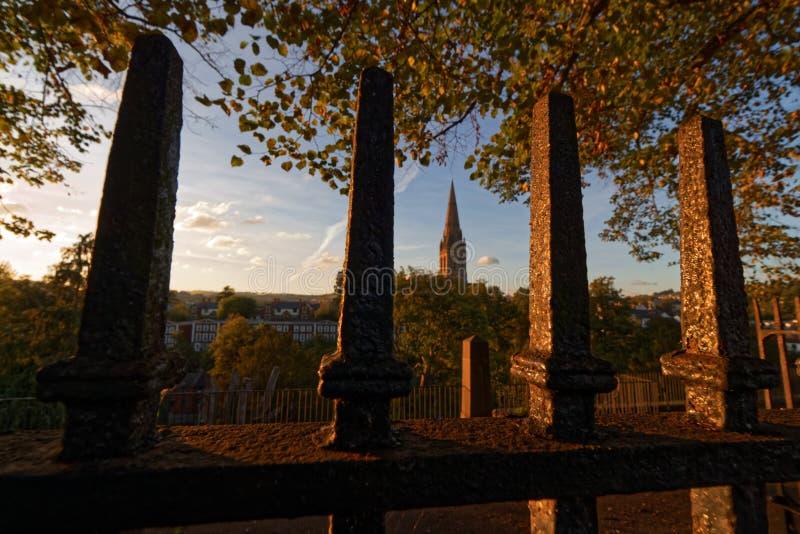 St Michaels从埃克塞特市中心看见的教会尖顶 免版税图库摄影