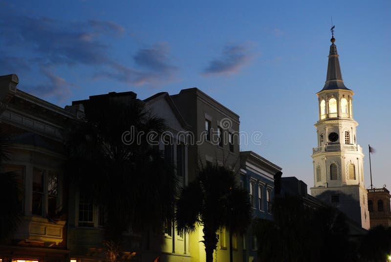 St Michaels教会发光在黄昏,查尔斯顿, SC 免版税库存图片
