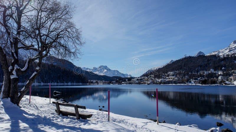 St Moritz Lake en bergen royalty-vrije stock fotografie