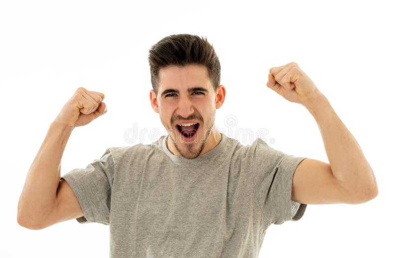 St?ng sig upp st?enden av den f?rv?nade och lyckliga mannen som firar seger och den wining lotterit arkivfoto
