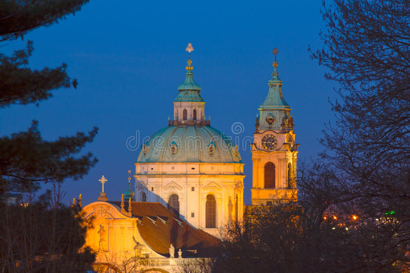 """St Nicholas Cathedral dopo †scuro """"28 marzo: immagine stock"""