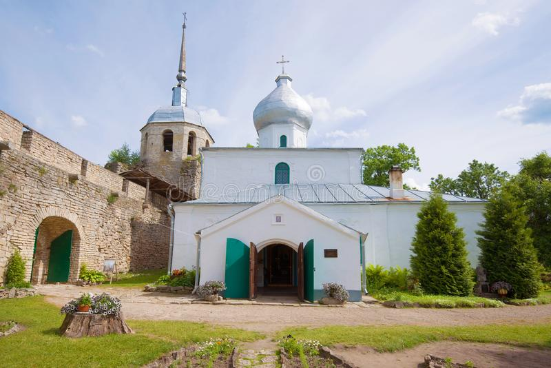 St Nicholas Cathedral na fortaleza velha da cidade de Porkhov fotos de stock royalty free