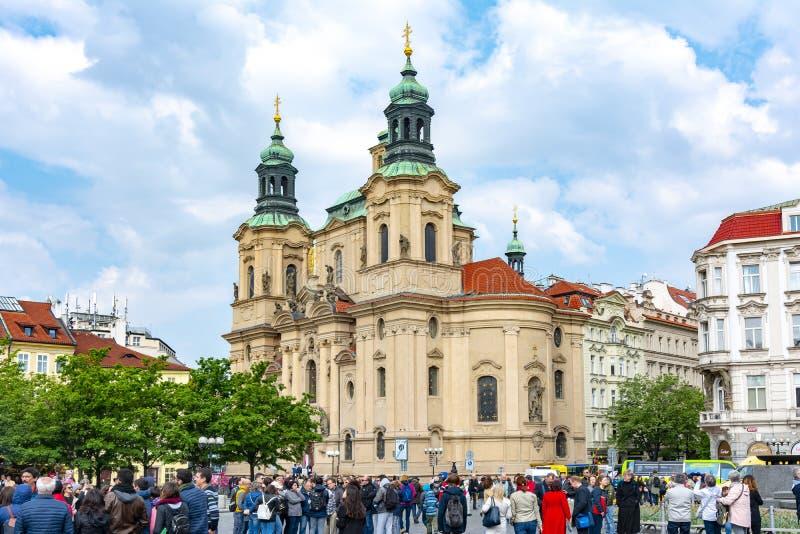 St Nicholas Church op Oud Stadsvierkant, Praag, Tsjechische Republiek stock foto