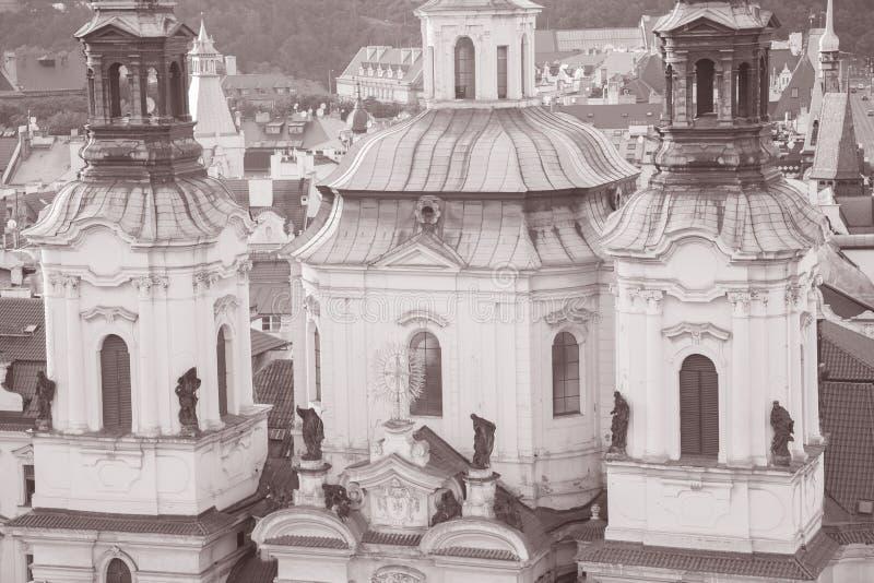 St Nicholas Church; Vizinhança de Mesto do olhar fixo; Praga fotos de stock royalty free