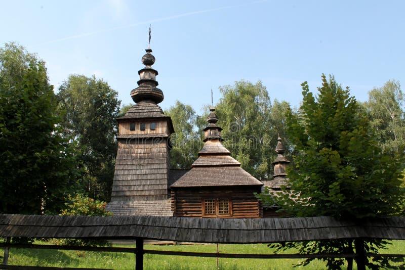St Nicholas kościół jest centerpiece Lviv muzeum Ludowa architektura i kultura zdjęcie royalty free