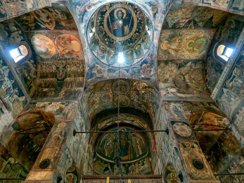 St Nicholas kyrktar inre, Curtea de Arges, Rumänien arkivbild