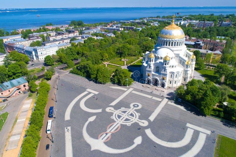 St Nicholas Naval Cathedral nella fotografia aerea di paesaggio urbano Kronštadt, St Petersburg immagini stock