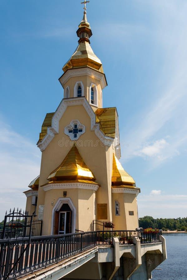 St Nicholas Wondermaker kerk op water in Kiev, de Oekraïne stock afbeeldingen