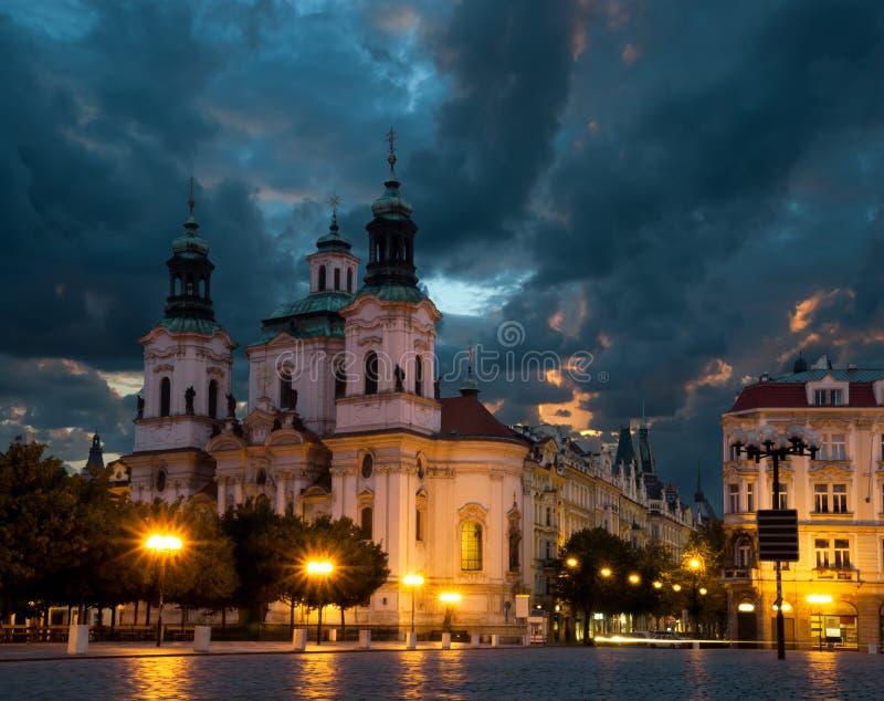 St. Nicolas Church em Praga fotos de stock