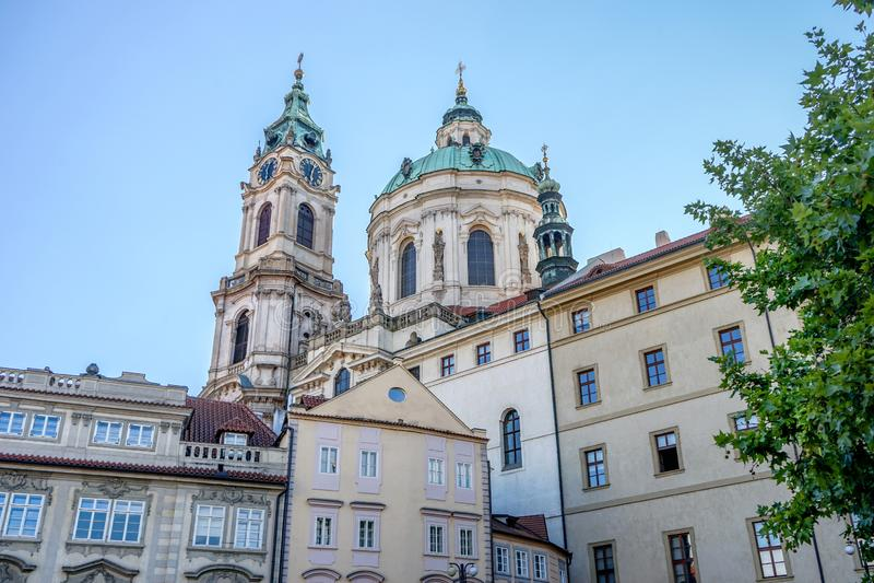 St Nicolas Church en Praga fotos de archivo