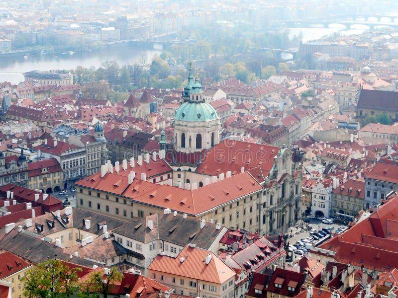 St Nicolaus kerk van kasteeltoren in Praag royalty-vrije stock foto's