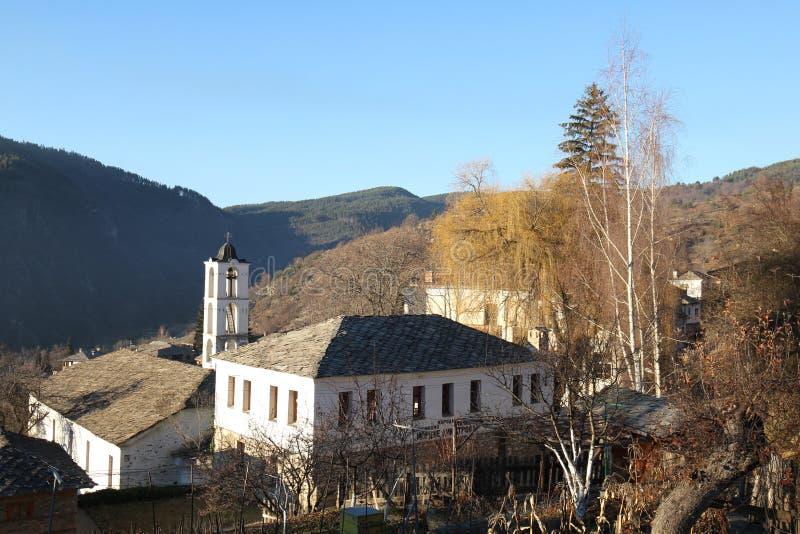 St Nikola Church e escola primária Yorzhe Dimitrov fotos de stock