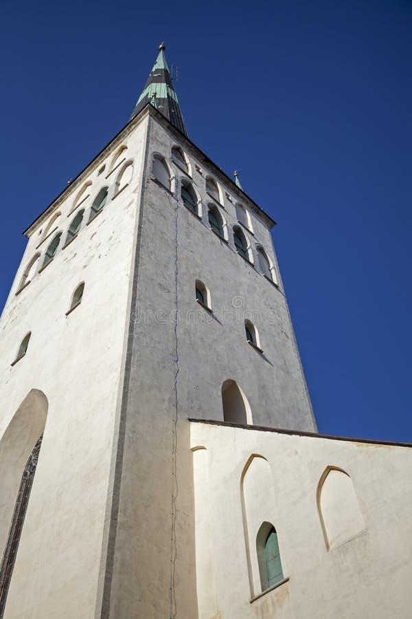 St Olaf della chiesa sopra cielo blu profondo fotografia stock libera da diritti