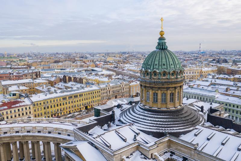 St PÉTERSBOURG, RUSSIE - MARS 2019 : Le dôme de la vue aérienne de cathédrale de Kazan du bourdon, St Petersbourg, Russie images libres de droits