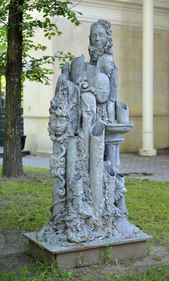 St Pétersbourg, Russie Une sculpture moderne en parc dans le jardin d'Izmaylovsky photographie stock libre de droits