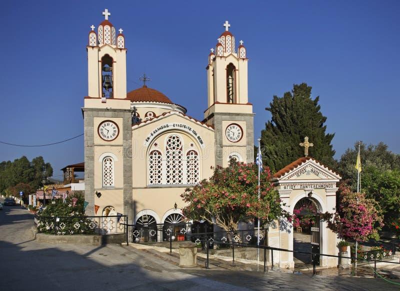 St. Panteleimon Church in Siana Griechenland an einem sonnigen Tag Griechenland lizenzfreie stockfotos