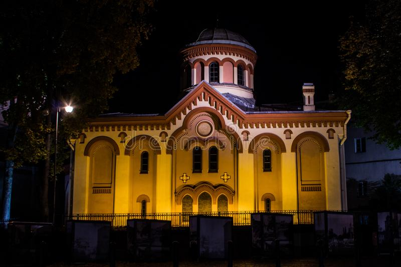St Paraskeva Church est une église orthodoxe orientale à Vilnius la nuit lithuania photo libre de droits